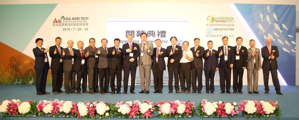 亞洲博聞公司亞洲區資深副總裁Mr.Eve(左8),農委會副主委李退之(左9)與眾...