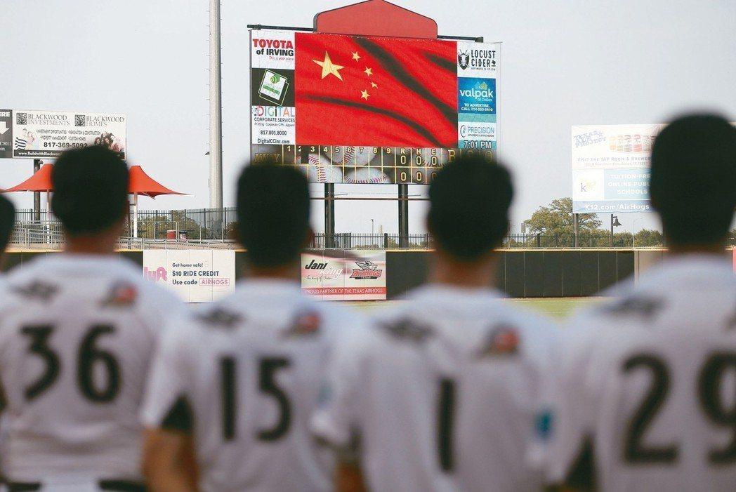 北京首鋼金鷹隊派球員到德州天豬隊接受訓練、打比賽。 美聯社