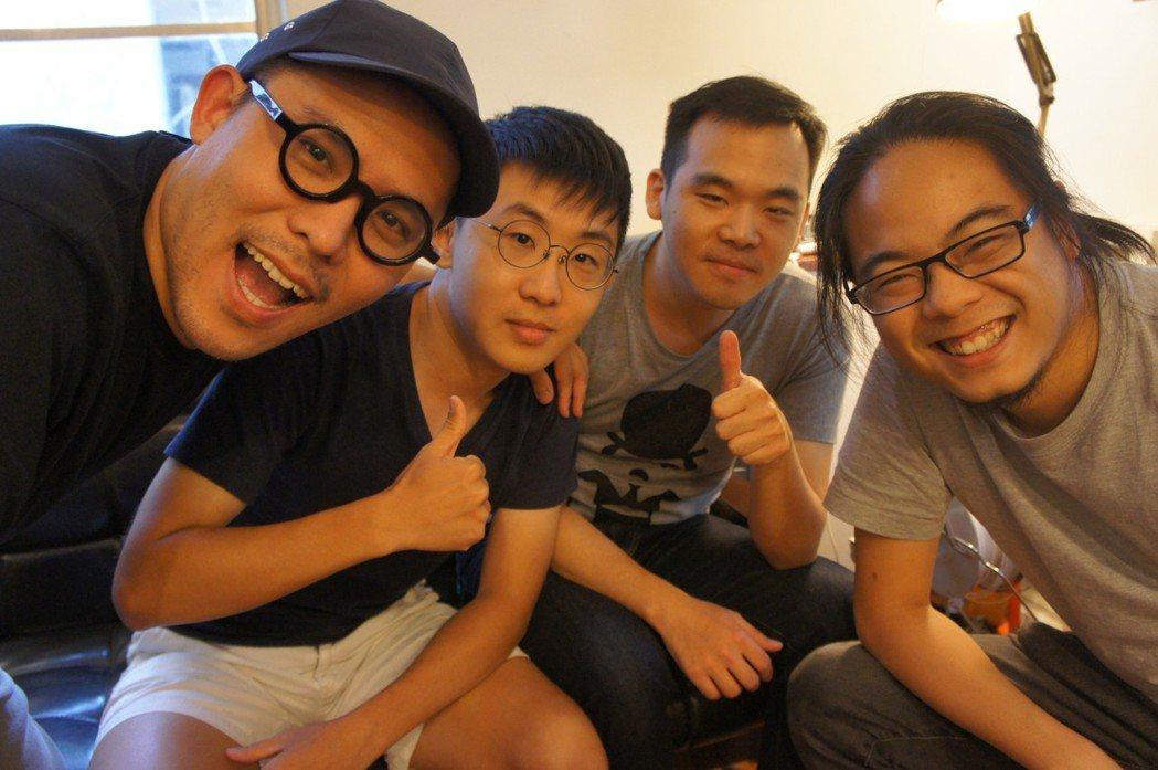 如牧創新有限公司技術總監翁哲川(右)建議,『小而美』是黑客松作品DEMO的精神。...
