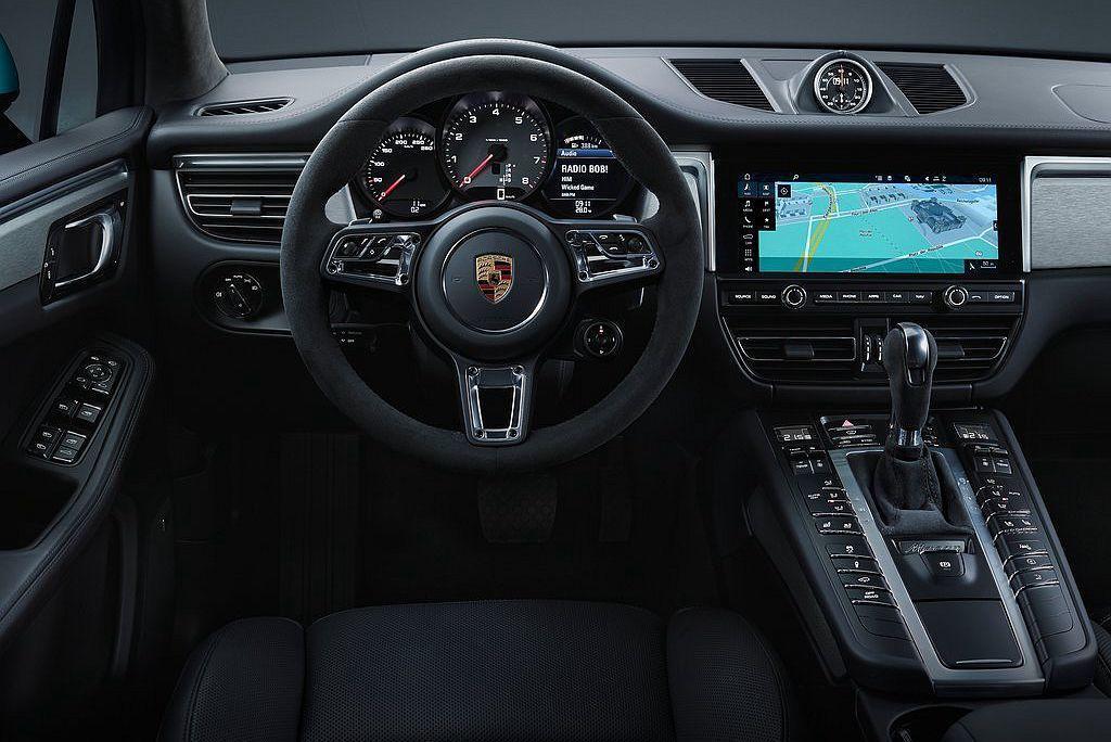 小改款保時捷Macan新提供GT跑車式方向盤可供選配。 圖/Porsche提供