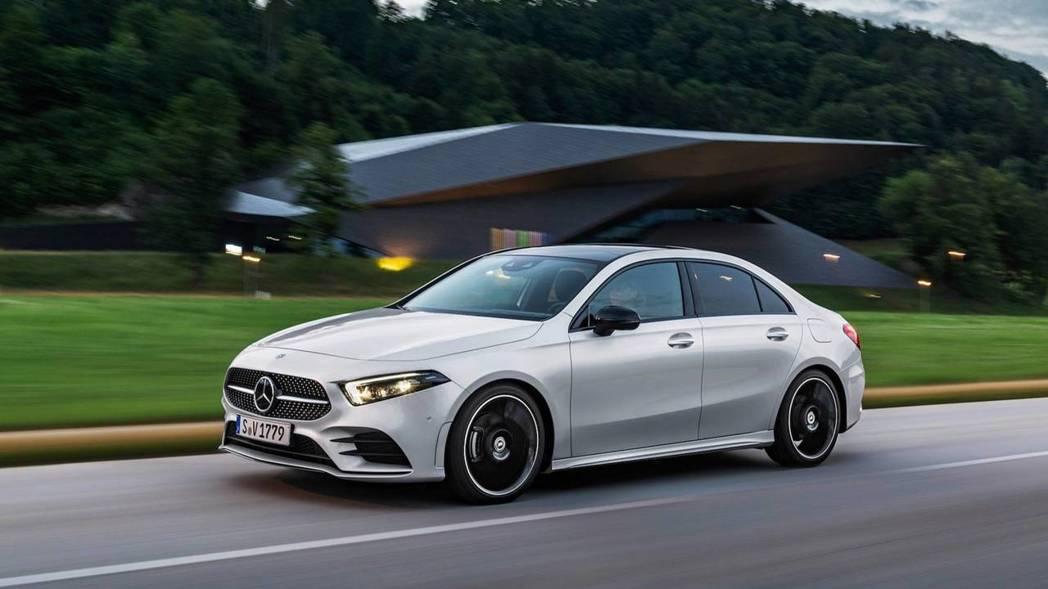 A-Class Sedan的線條比起5門版本似乎更有完整的延伸性。 摘自Mercedes