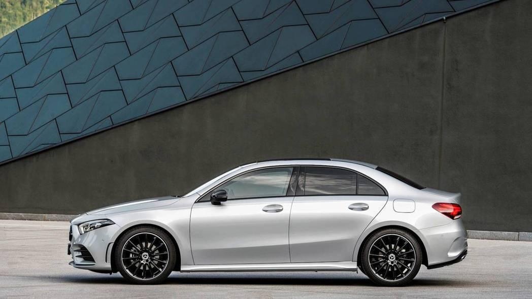 車側線條雖然沒有CLA那樣流線,但能確實提升後座乘坐品質。 摘自Mercedes