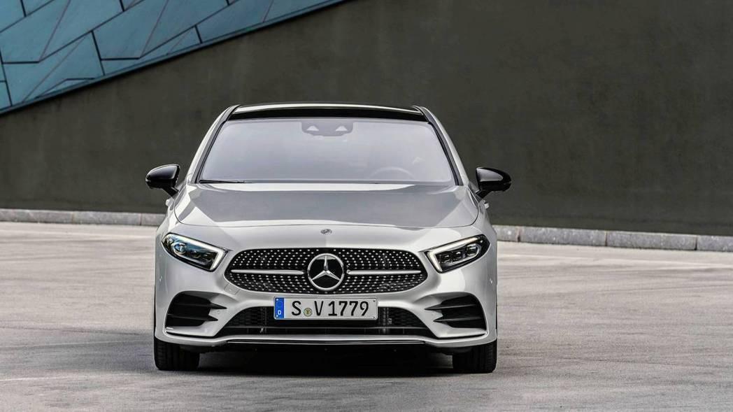 A-Class Sedan前臉部份和5門版本如出一轍。 摘自Mercedes