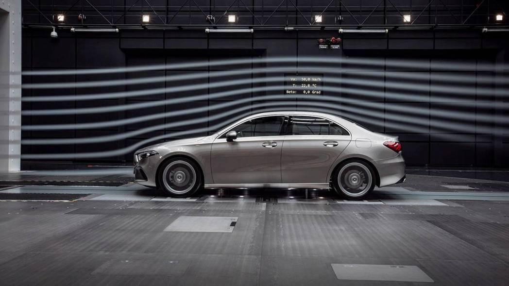 經過風洞測試賓士A-Class Sedan的風阻係數僅有0.22Cd,傲視全球量產房車。 摘自Mercedes