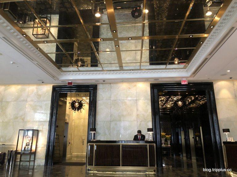 這棟大樓其實是複合式建築,下面是酒店,上面的樓層則是公寓住宿 (Residenc...