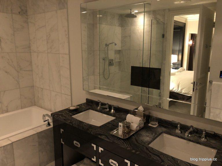 這張照片可以看到浴室的雙洗手台(老婆大人認證),浴缸,還有淋浴間 圖文來自於:T...