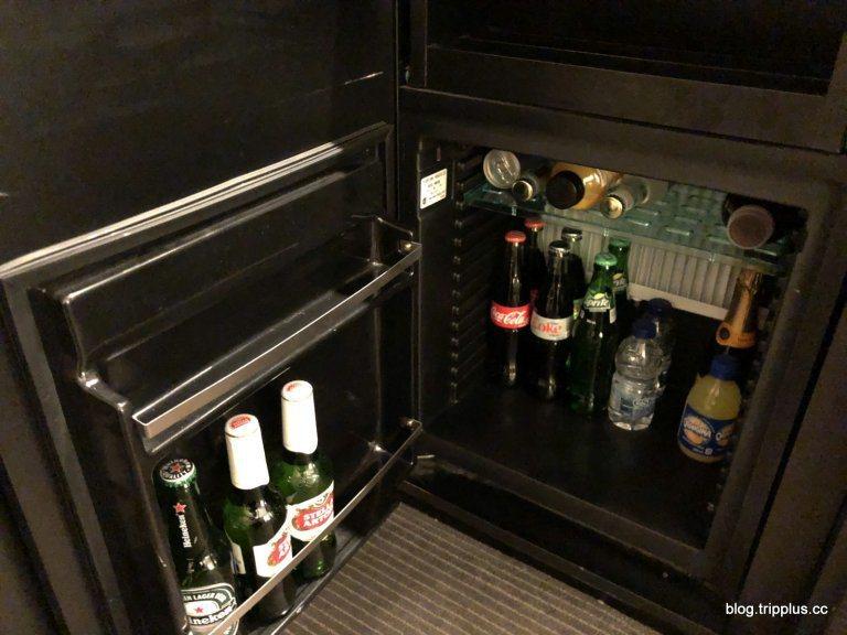 下面冰箱是要收費的飲料 圖文來自於:TripPlus