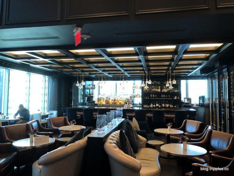 31樓的餐廳,一邊是酒吧 圖文來自於:TripPlus