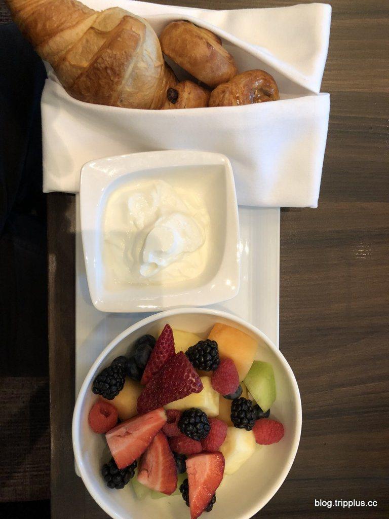 白金卡免費贈送的歐陸早餐內容,真的很普通 圖文來自於:TripPlus