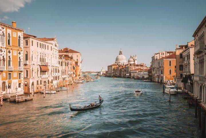 威尼斯經典的運河與貢多拉。 圖/背包客棧