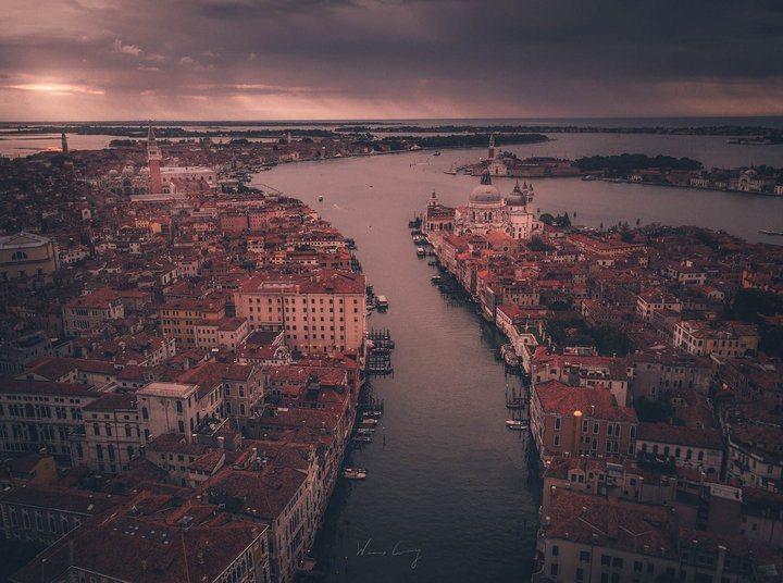 俯瞰威尼斯的大運河。 圖/背包客棧