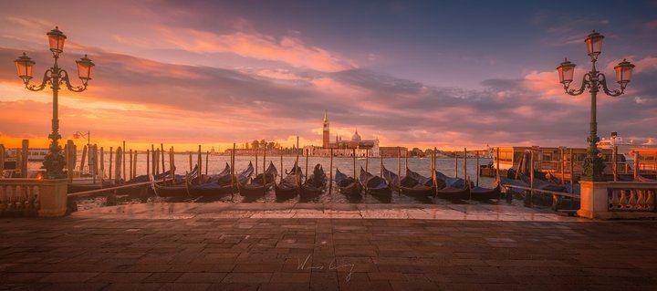 日出時分的威尼斯。 圖/背包客棧