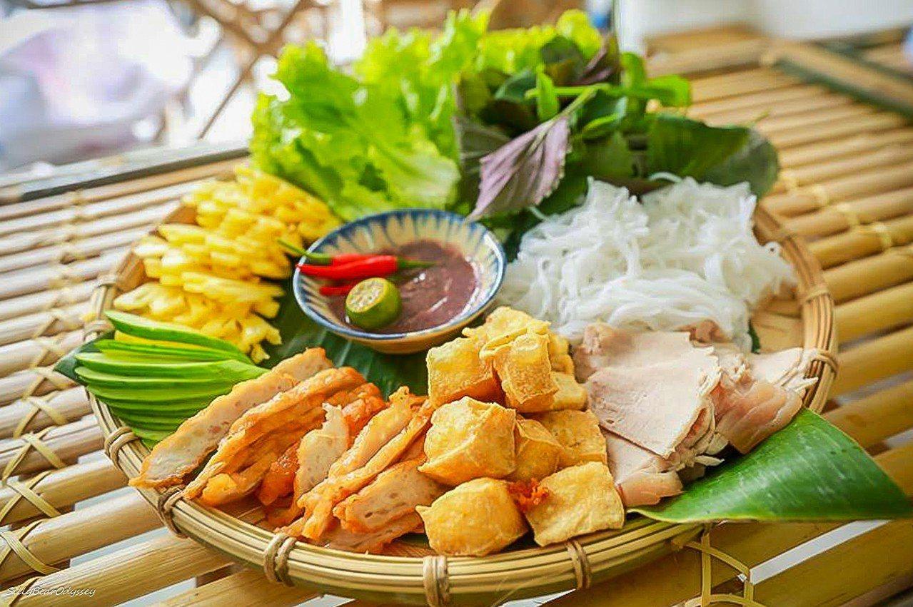 蝦醬米線拼盤 Bún Đậu Mắm Tôm。 圖/背包客棧