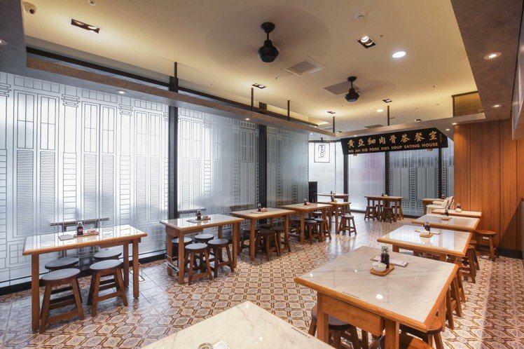 台灣首店占地35坪、共設有86個座位,裝潢維持新加坡茶餐室風格。圖/和興餐飲集團...