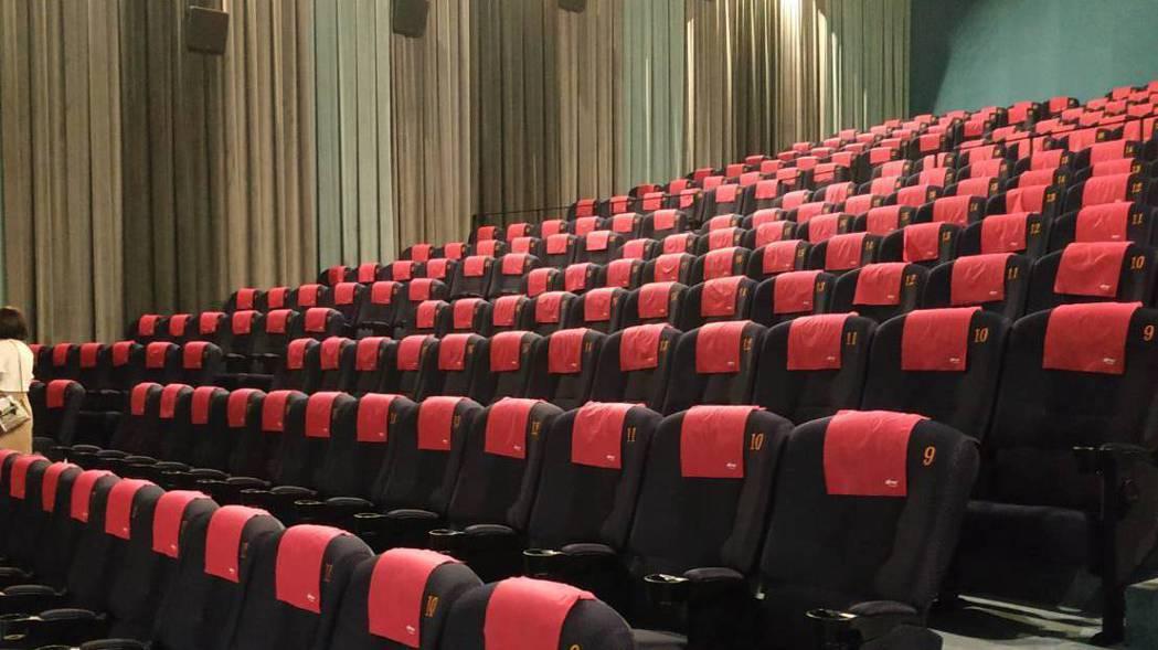美麗華大直影城全面更新座椅。 記者何秀玲/攝影