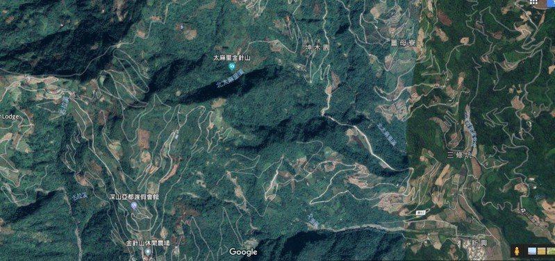 台東太麻里金針山區道路錯綜複雜,有上千條農用產業道路。圖/擷取自谷歌衛星地圖
