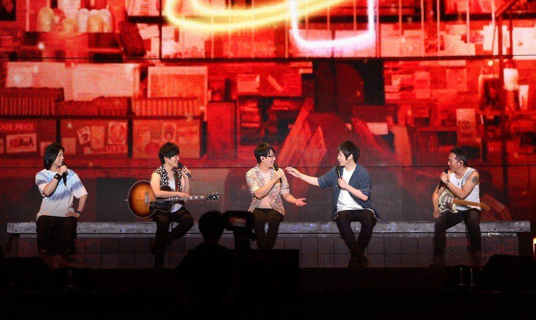 五月天25日在上海開唱,天氣相當炎熱。圖/相信音樂提供