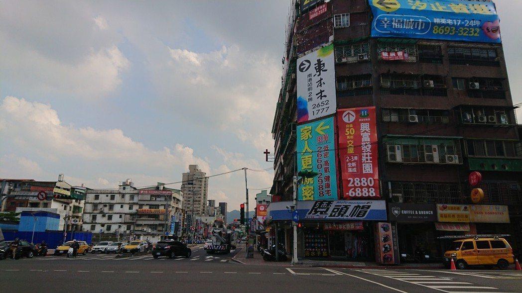 台北市新成屋、預售屋市場價格相對疲軟。第2季區域平均每坪成交均價82.5萬元、季...