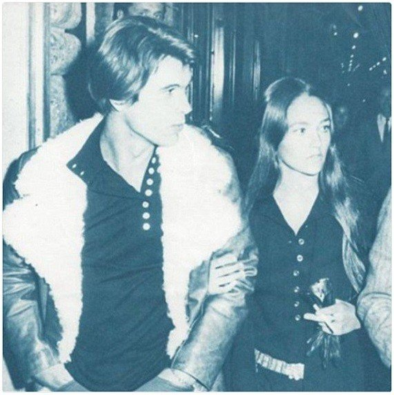 克里斯多夫瓊斯與奧莉薇荷西交往時,曾用暴力佔有她。圖/摘自Instagram