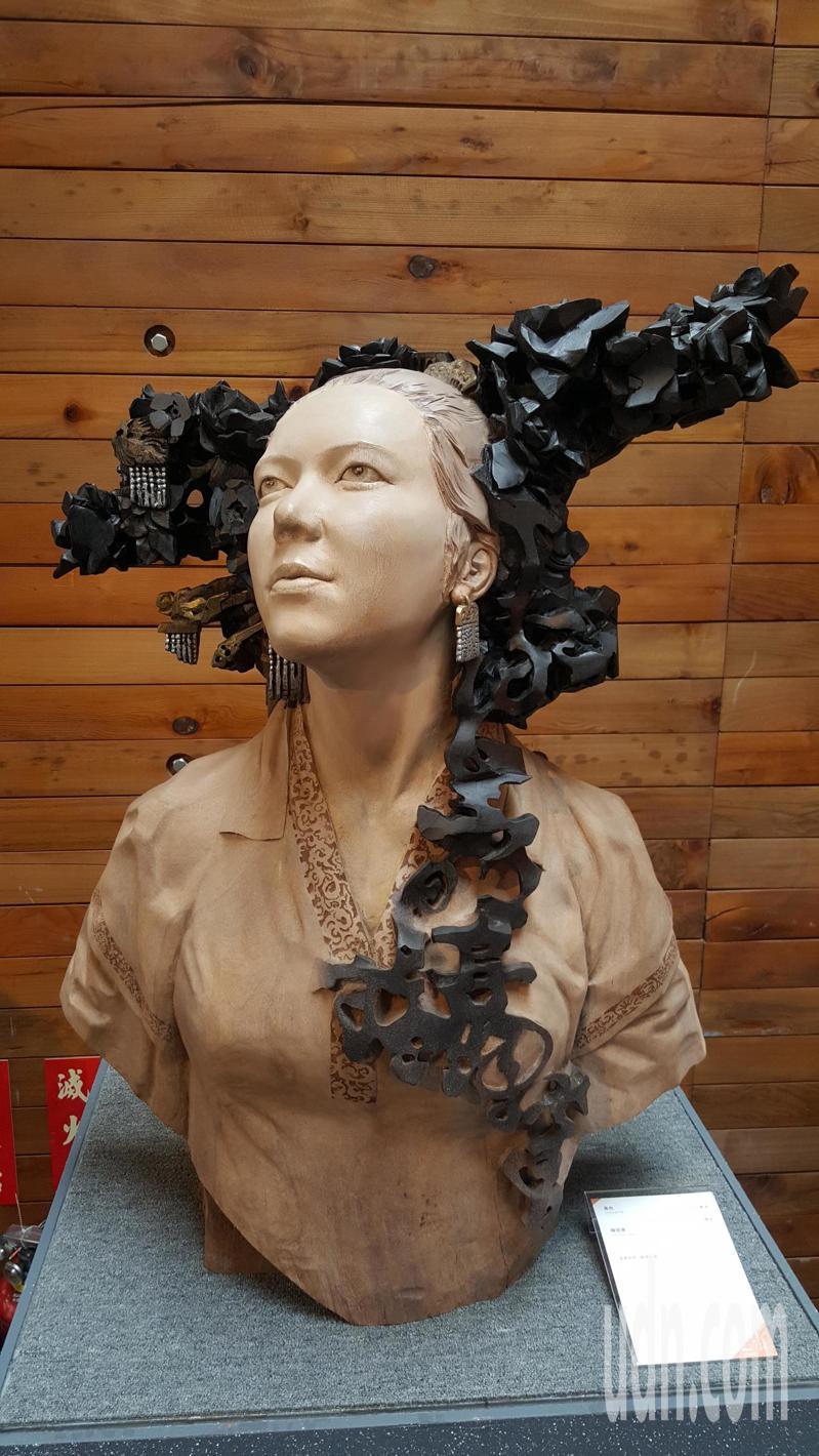 三義木雕節「台灣木雕南向交流展」、「國際木雕競賽展」今天登場,作品展現各國多元的創作風格。記者胡蓬生/攝影