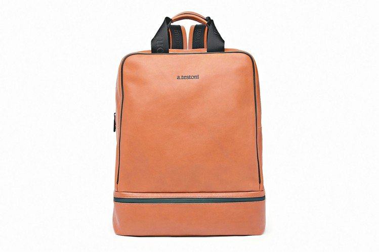 a.testoni焦糖色小牛皮後背包,約36,800元。 圖/采盟提供