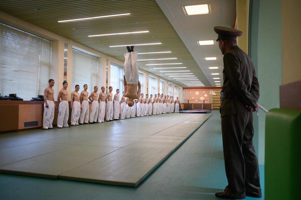 萬景台學院的學生在練跆拳道。 法新社