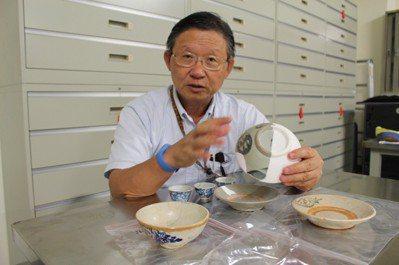 清大人類所教授李匡悌表示,南一期墓葬遺留的瓷器多為食器。 記者張雅婷/攝影