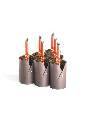 LV,The Art of Gifting系列皮革筆筒19,400元、鉛筆套組一...