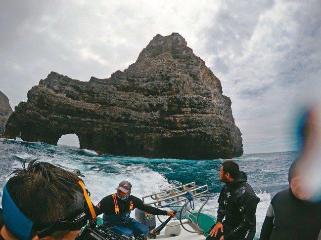 達爾文拱門是此趟海面上最重要的符號。 圖/詹仁雄、海地玩家提供