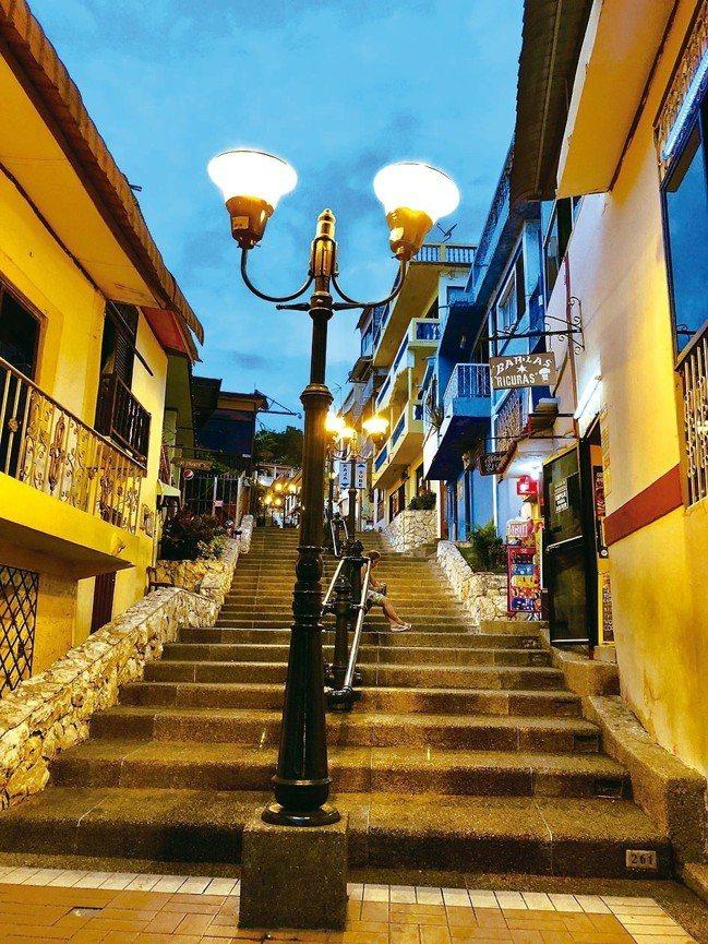貧民窟有383階樓梯,身在其中像是南美洲的九份。 圖/詹仁雄、海地玩家提供