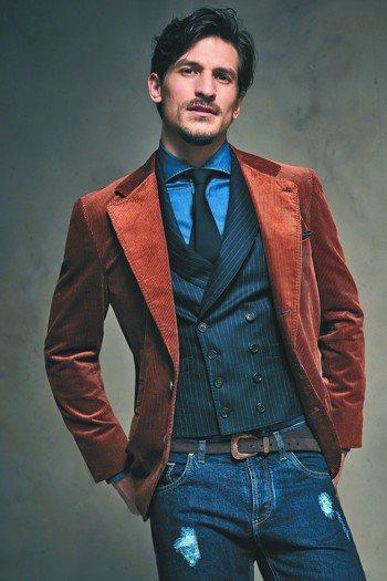 領帶的搭配不侷限在正式造型中,也可以混搭休閒襯衫,創造個人特色。圖/Brunel...