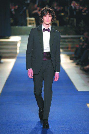 在穿著正式晚宴禮服時,領結的挑選也要搭配著其他的配件如皮鞋、皮帶和腰封。圖/Br...