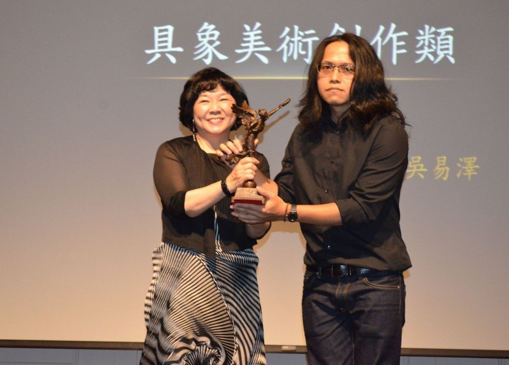 具象美術創作類得獎者吳易澤。  陳慧明 攝影