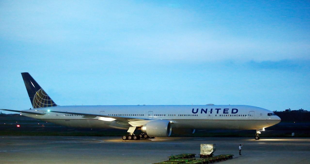 航空業專家正擬定法規,讓一些大型客機能在美國大部分機場,在比目前允許的能見度差很...