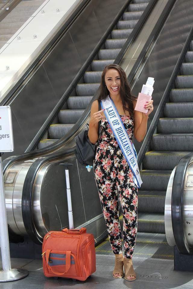 各國選美夫人陸續抵達機場。 綺麗再現/提供