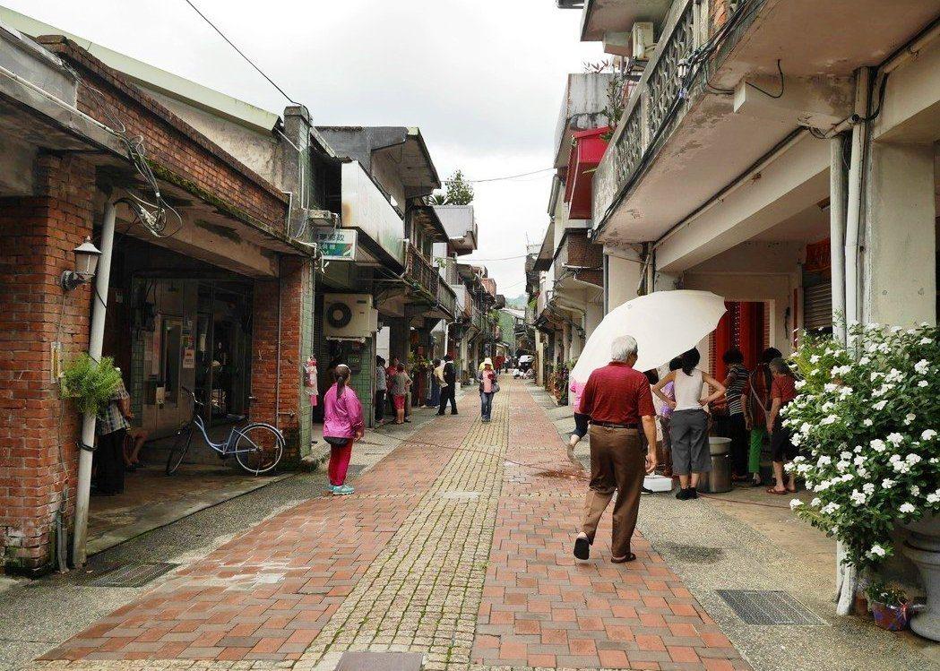 貢寮老街最榮繁的年代,幾乎戶戶是商店。 記者吳淑君/攝影
