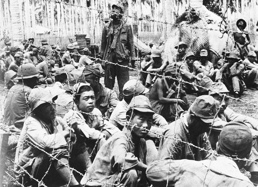 「文明」永遠只是個相對的概念,尤其是戰爭這種極端非日常時期。圖為1942年,索羅...