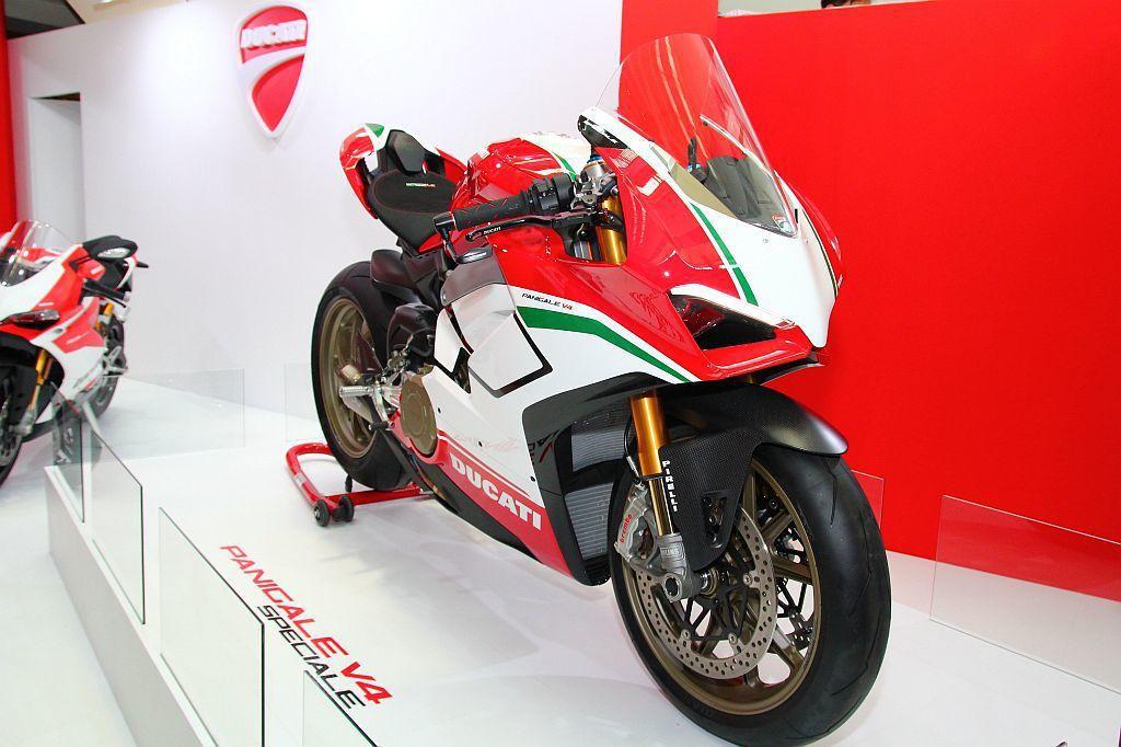 義大利二輪廠Ducati,在這屆國際重型機車展首度曝光Panigale V4仿賽...