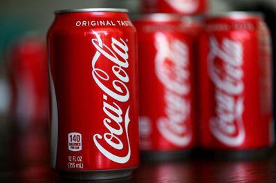 可口可樂公司計畫在2030年達到100%回收,並要讓所有產品的包裝材料有50%使...