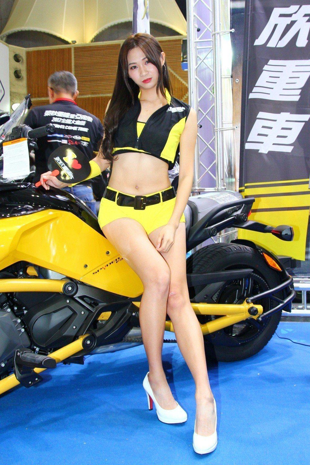 相比去年,今年國際重型機車展台灣首發新車變多外,展場Show Girl也是一大亮點。 記者張振群/攝影
