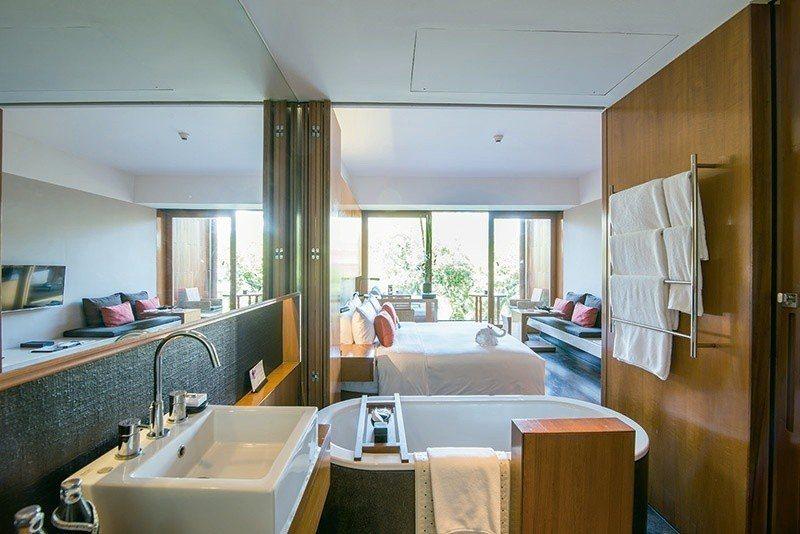 運用巧妙的開放式區隔,讓房間空間格外寬敞。 攝影/行遍天下