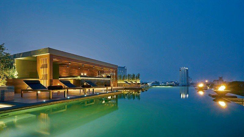 會員才能享受的屋頂泳池,能泡著水感受清邁的天光。 攝影/行遍天下