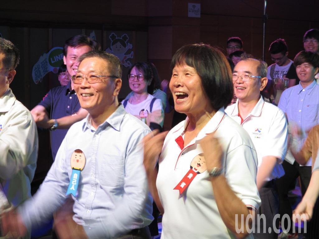 紀政(前排右一)與民間團體推動「2020東京奧運台灣正名公投」。 聯合報系資料照...