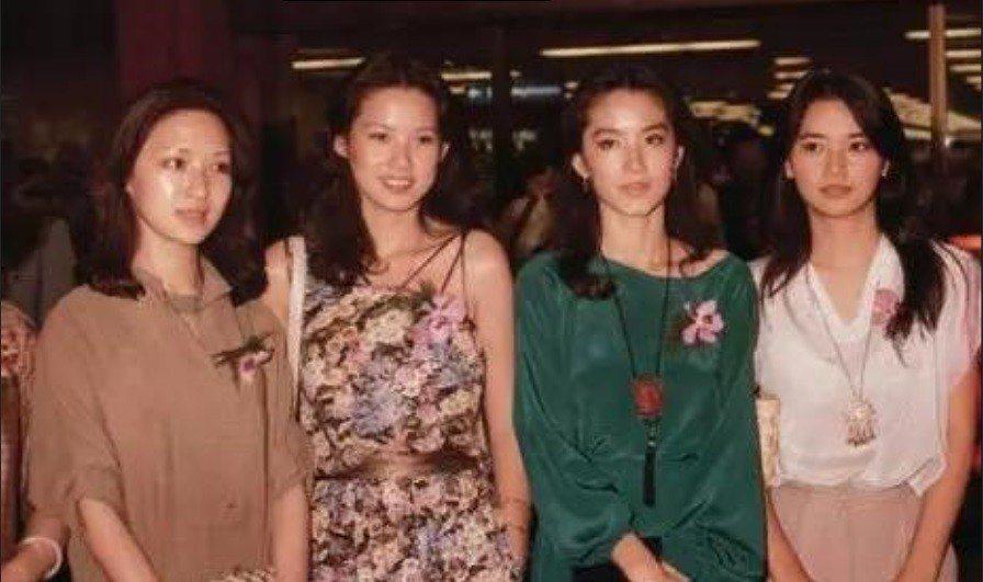 胡茵夢(左起)、周丹薇、林青霞、胡慧中一起參加亞洲影展,卻發生一堆風波。圖/摘自...