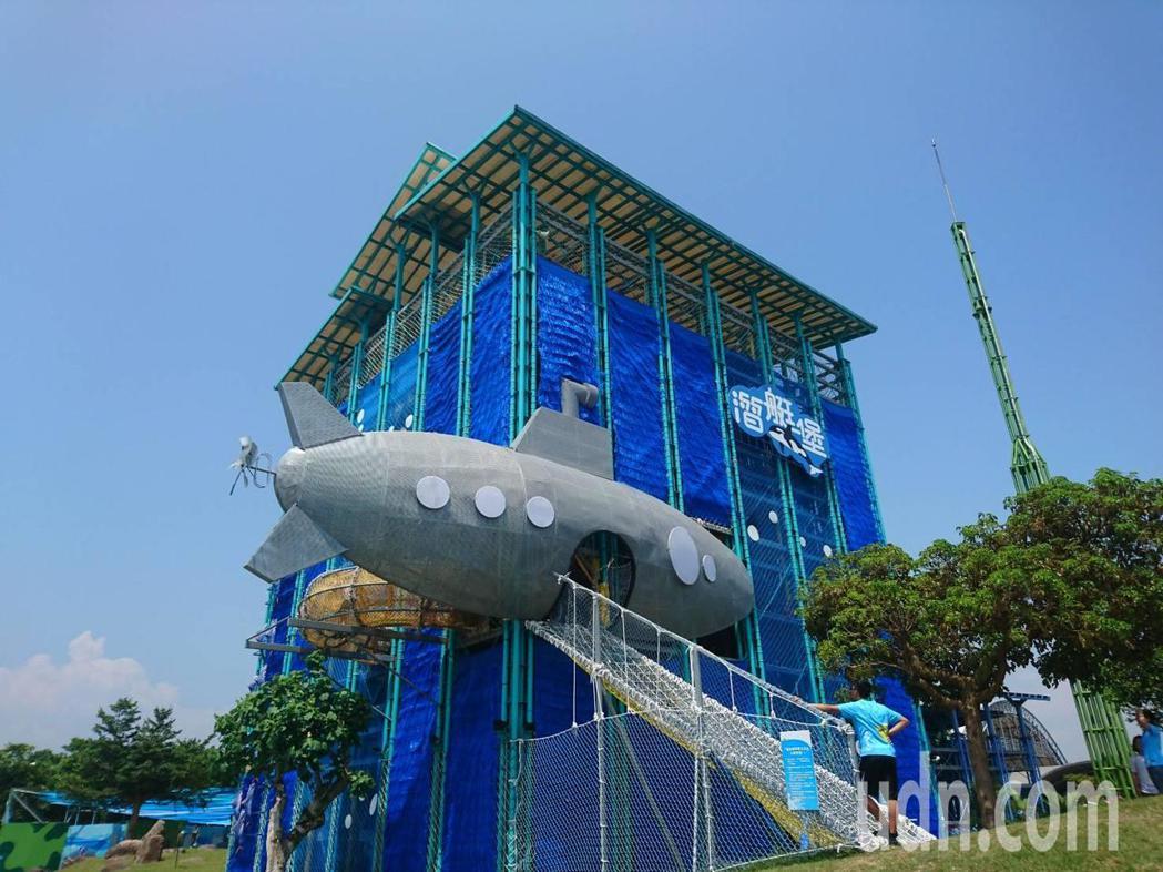 宜蘭童玩節水陸兩棲,冬山河上可賽舟,陸域有潛艇堡可闖迷宮。記者羅建旺/攝影