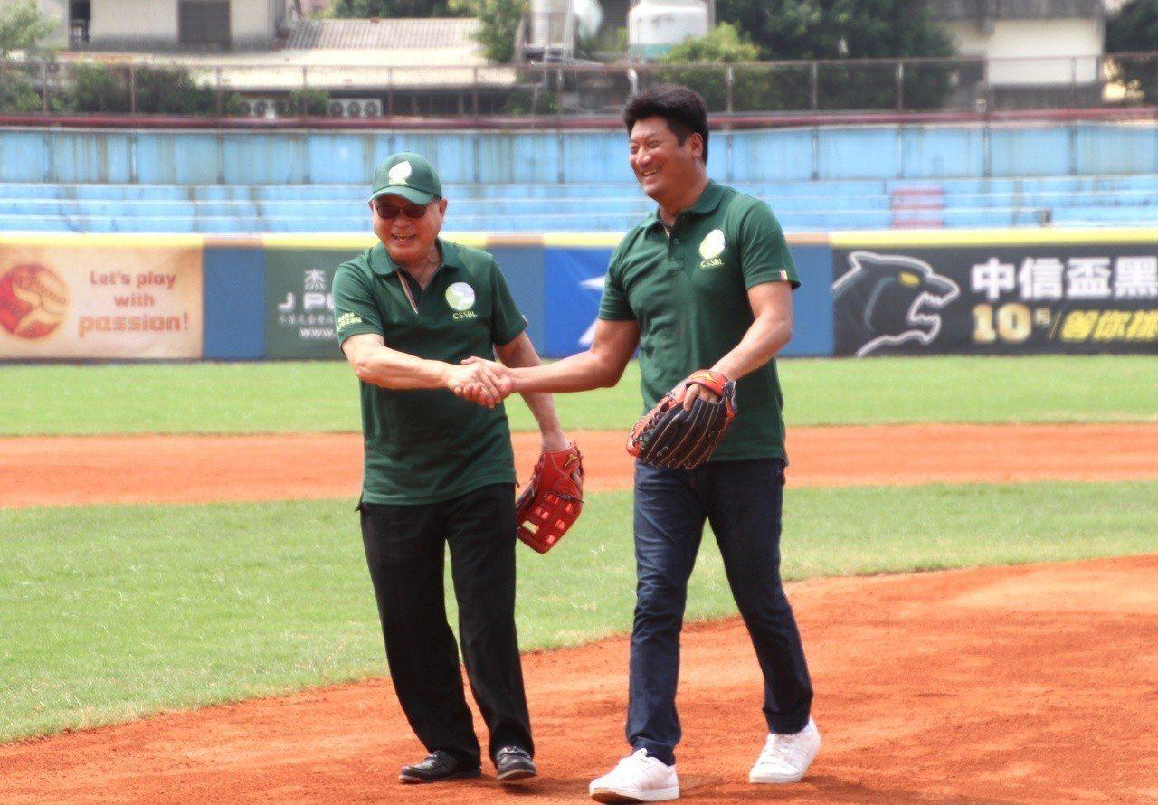 亞洲棒球總會會長彭誠浩(左)與中華棒協理事長辜仲諒(右)。 記者葉姵妤/攝影