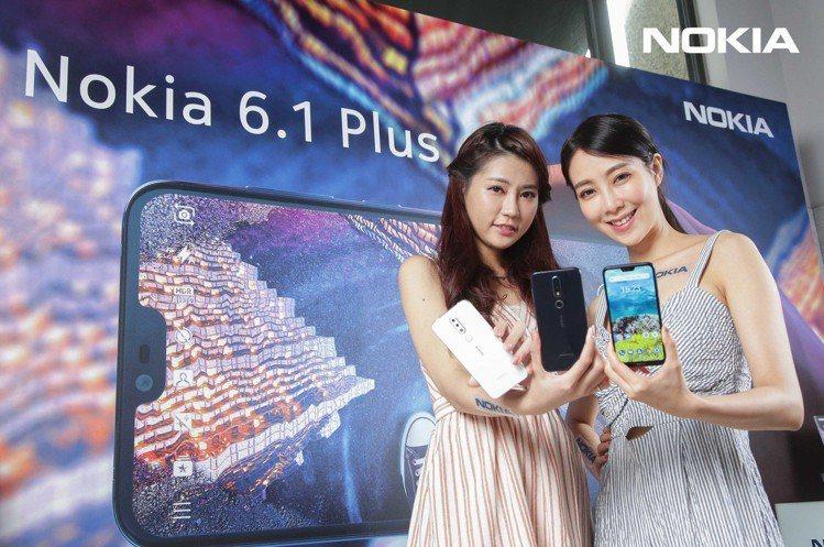 Nokia 6.1 Plus承襲過往北歐簡約風格設計,前後均使用玻璃覆蓋達93%...