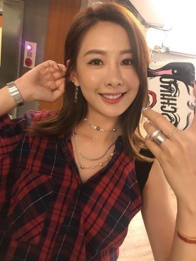 甜美女神安心亞搭配Swarovski Remix Collection 項鍊。圖...