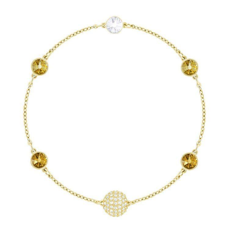 Swarovski Remix Collection 金色款鍊飾,3,490元。...