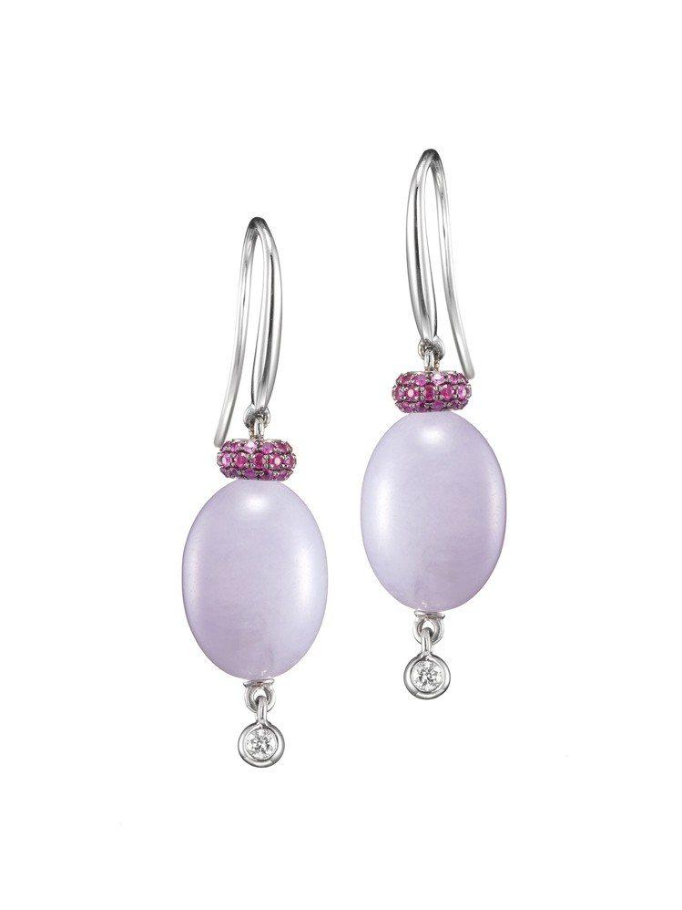 玉世家紫羅蘭翡翠圓珠垂墜耳環,搭配鑽石與紅寶石,11萬2,000元。圖/玉世家提...
